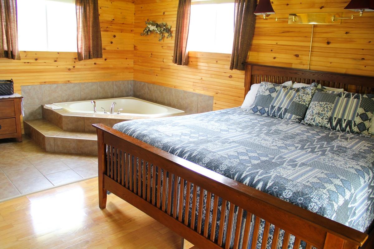 1 Bedroom Jacuzzi Suite 12 Swept Away Cottages