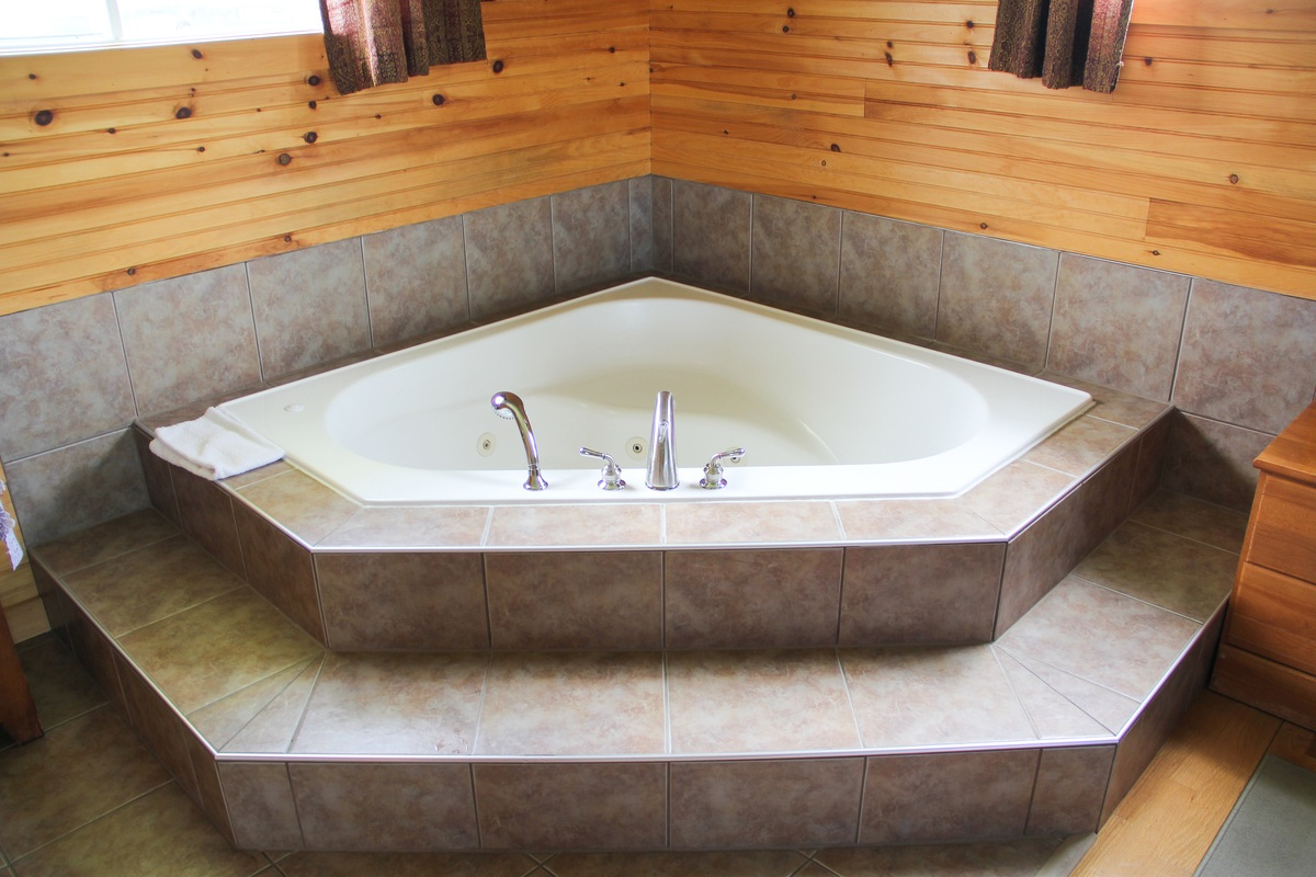 Single Bedroom 1 Bedroom Jacuzzi Suite 12 Swept Away Cottages